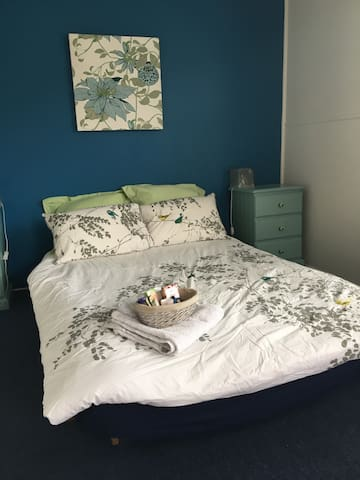 Spacious and light double room in West Footscray.