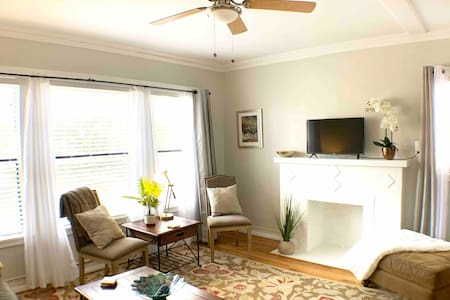 *FRESH*Downtown Apt*with RESERVED offstreet prking