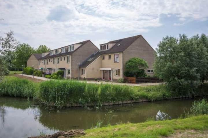 Dordrecht,ruime hoekwoning direct aan de Biesbosch
