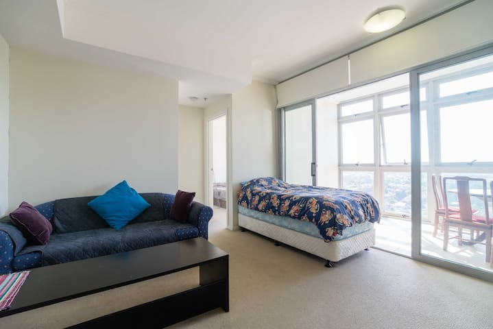 Sydney Burwood Top Floor Apartment - Burwood - Lägenhet