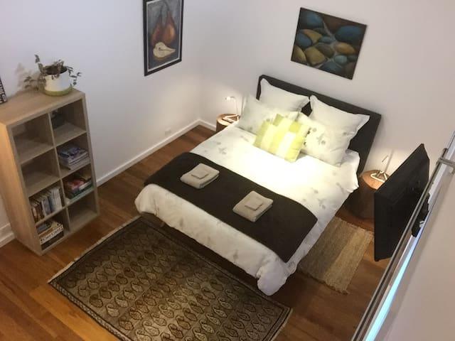 Pavilion - main bedroom