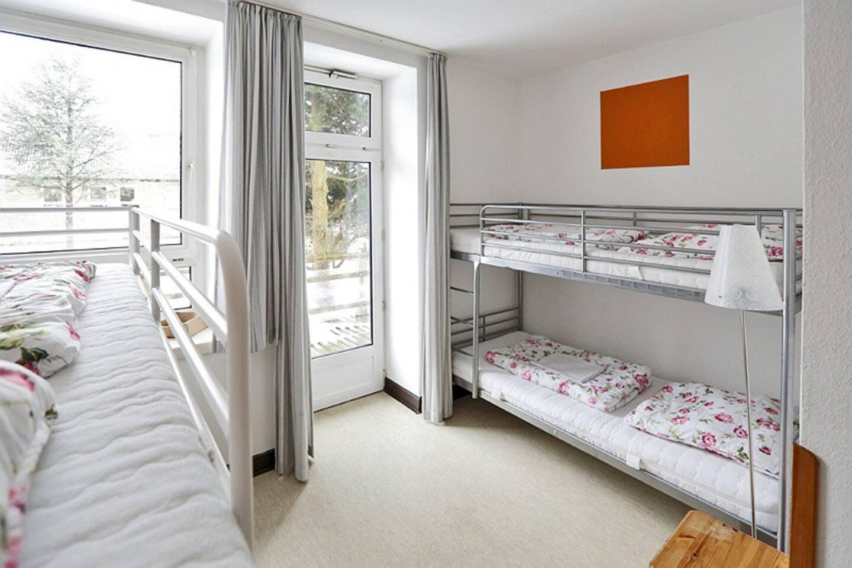 Klare Zimmer ohne viel Schnörkel.  Schlafen wie Gott in F.... Flensburg