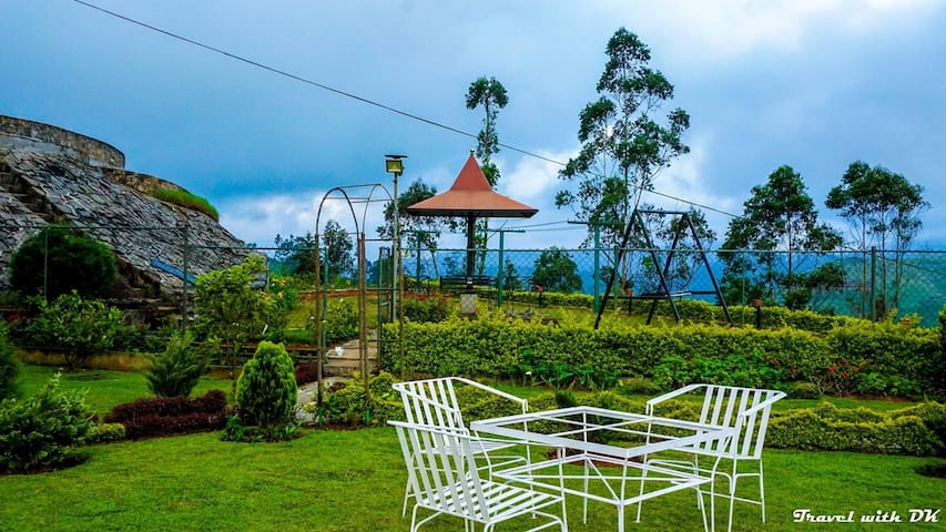 Bungalow in Misty mountain with Adam's Peak view