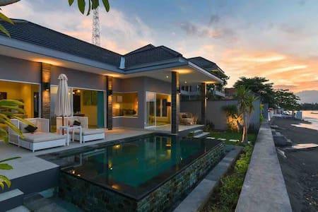 Koko-Beach-Villas, Lovina * Villa Satu