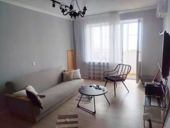 Хюгге-квартира в стиле сканди с видом на море