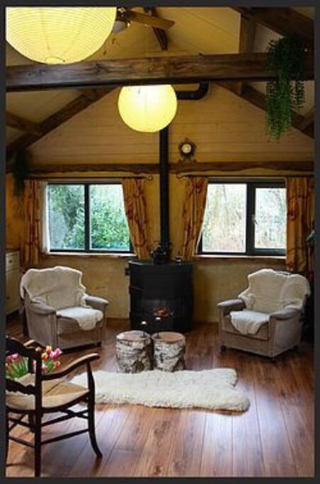Het boshuisje houten huisje te huur in zwolle for Living room zwolle