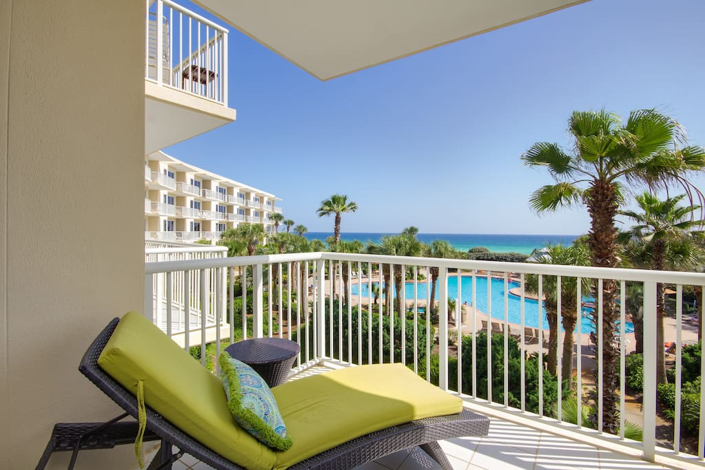 Perfect View Of The Gulf & Resort Pool