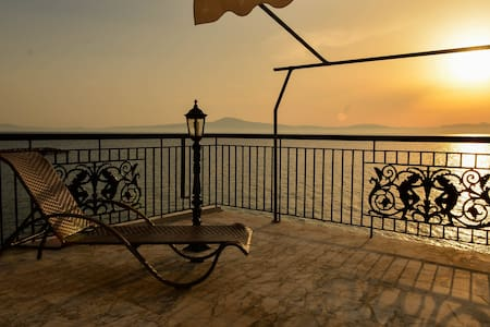 sunset on the messinian bay 2 - Mikri Mantineia - Leilighet
