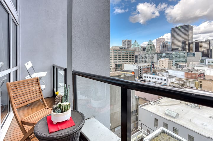 Stylish Loft In the ❤️ of Downtown - 1bdrm/1bath