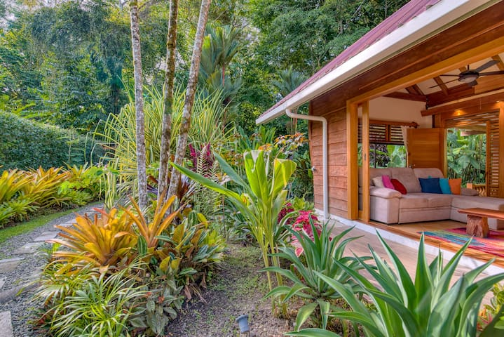 Tropical House 5 min away from the beach