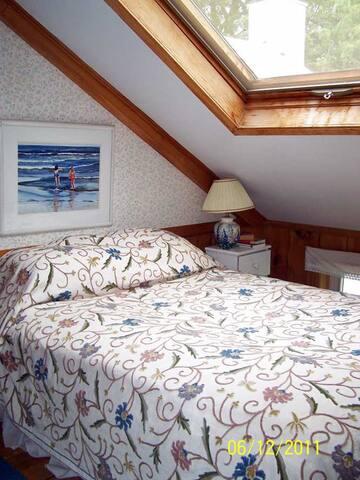 Single room 1830s farmhouse ski house - Kingfield - House