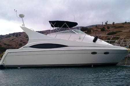 37 ft Yacht in Huntington Harbor - Huntington Beach