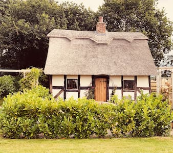 Hawthorn cottage, Listed 17c Romantic thatched