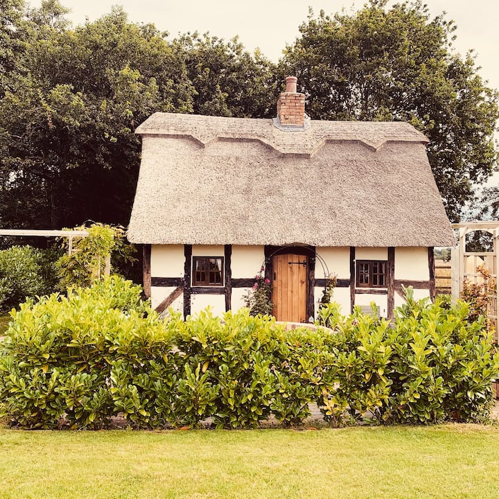 Hawthorn cottage, Listed 17c Romantic getaway