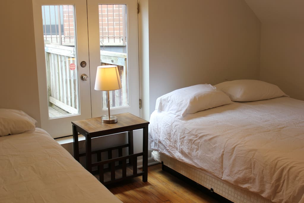 3 Queen Beds Sleeps 6 Lincoln Park Suite 3 3