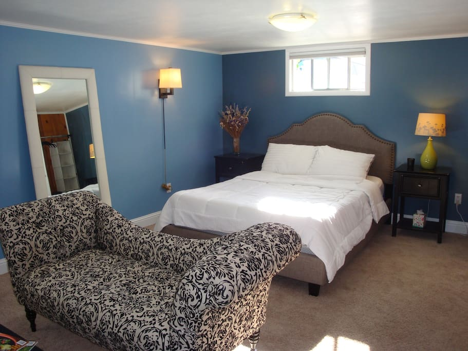 Queen bedroom suite with wall to wall carpet