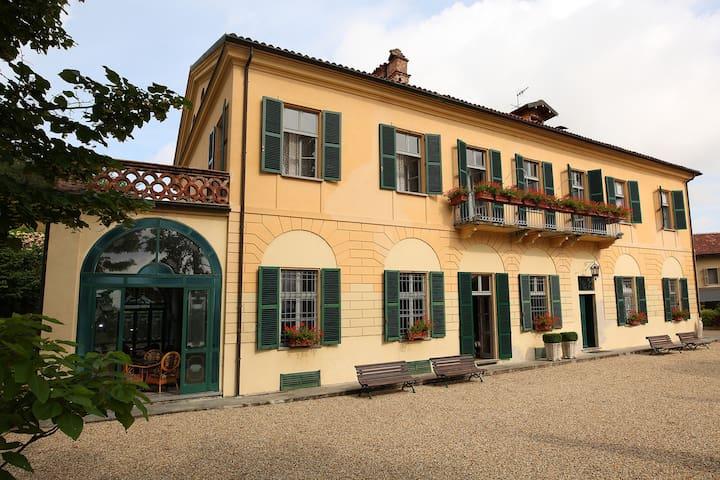 Villa del '700 nel Monferrato - Solonghello - Villa