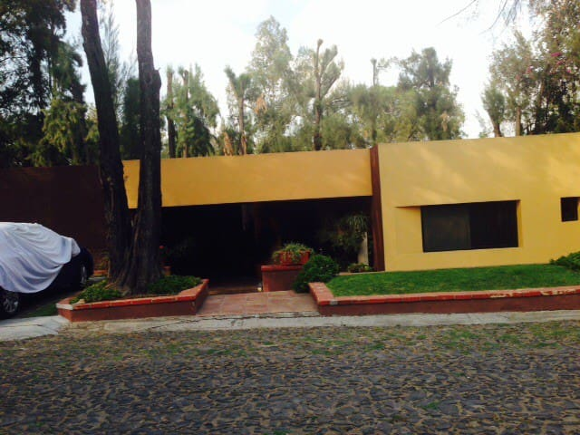 Business /house + office room, golf - Zapopan - Huis