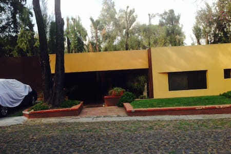 Business /house + office room, golf - Zapopan - Hus