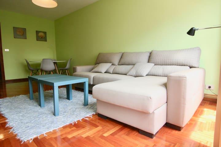 Tres dormitorios, soleado al lado de Castrelos.