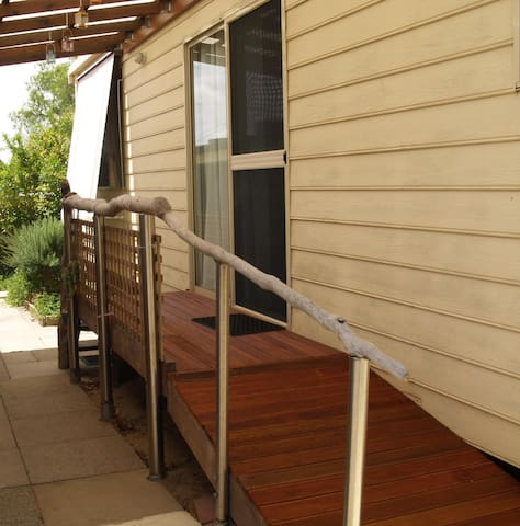 FREMANTLE AREA COTTAGE, Cosy 2 BDRM - Coolbellup - Huoneisto