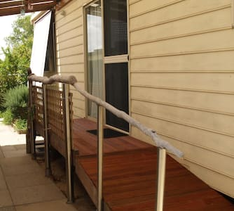 FREMANTLE AREA COTTAGE, Cosy 2 BDRM - Coolbellup