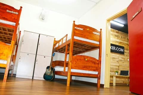 KL Backpacker Hostel (Mixed Dorm)