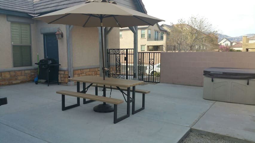 Luxury New Home - 10 Min from Strip - North Las Vegas - Huis