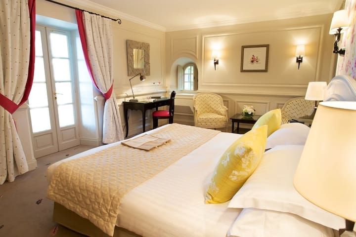 Belle chambre romantique dans un mas Provençal