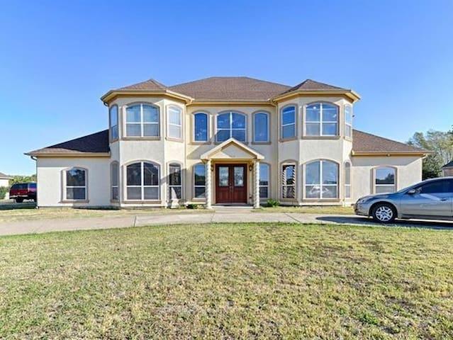 The Desirable Lake Ridge Home