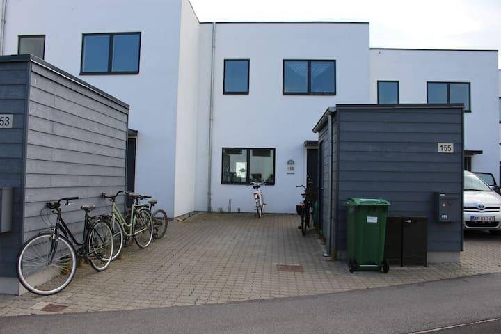 Familielejlighed tæt på strand & by - Hjortshøj - Apartment