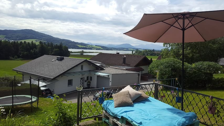 Nice room in Salzburg/Seeham directly at the lake! - Seeham - Casa