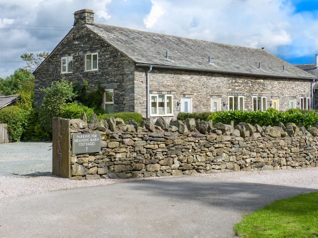 HOLLY BUSH, family friendly in Bowness-On-Windermere, Ref 924204