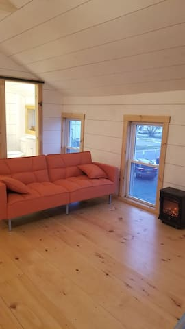 Newly Remodeled Studio - One Block from Main Str.