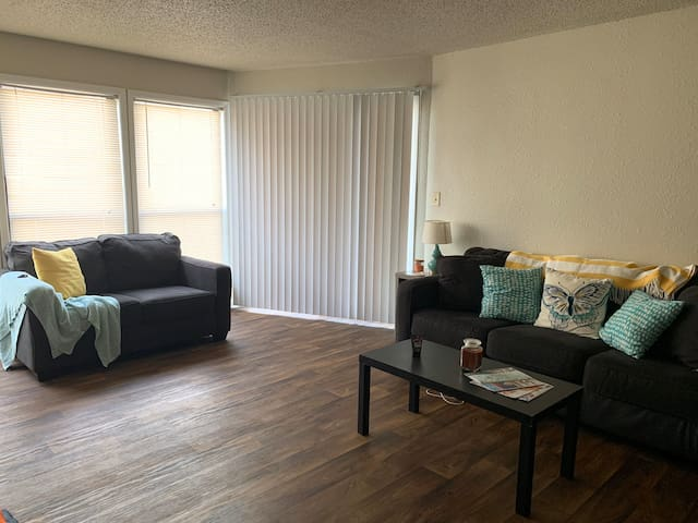 Tons of free Amenities - 35 minutes to Airport!