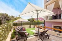 area relax, sdraio n°6, ombrelloni, doccia esterna.