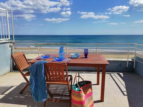 Private beachfront vacation home in Nettuno