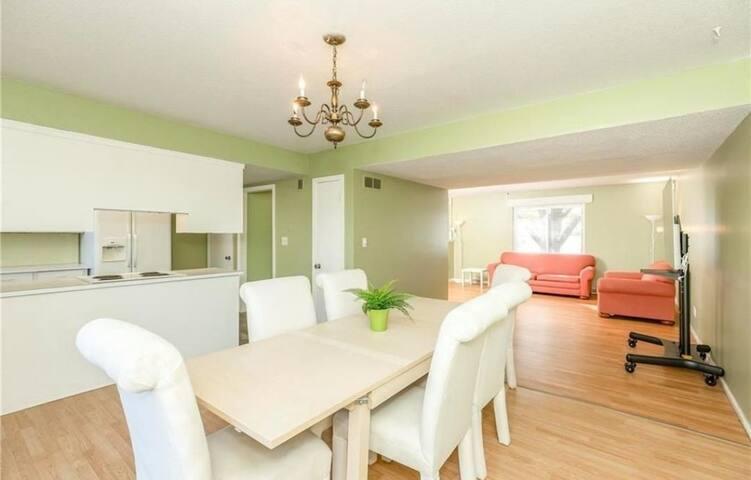 Great master room near Holiday Inn and IHOPU