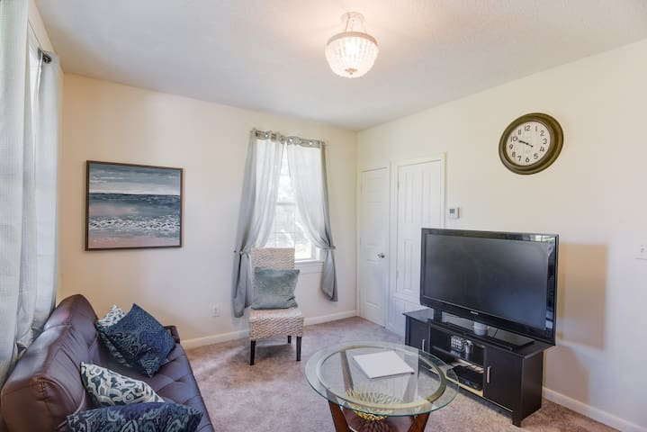 East hill cottage✨10 min to Downtown✨20 min to NAS