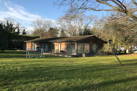 The perfect retreat close to London and Heathrow - Denham - House