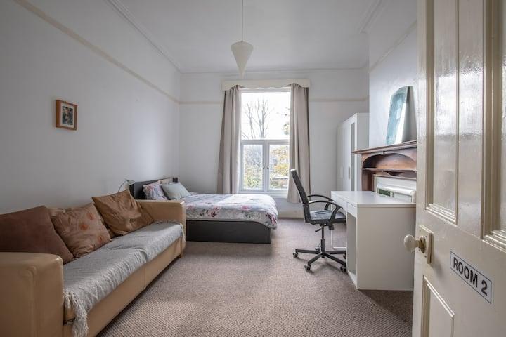 Double bed • Garden view • Quiet Victorian house