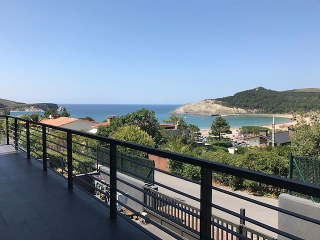 Large villa with spectacular sea views in Plentzia