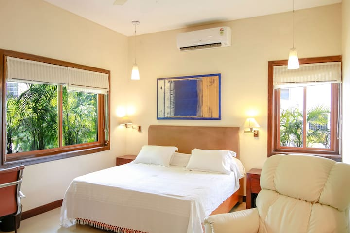 Cool Elegant Large Room in GK 2, South Delhi