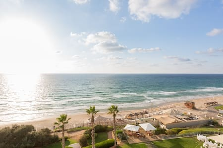 Beautiful Beach Apartment - Herzliya - Flat