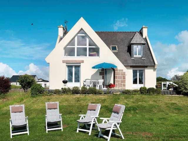 Holiday home w/ open garden, located on a hillside, close to the beach