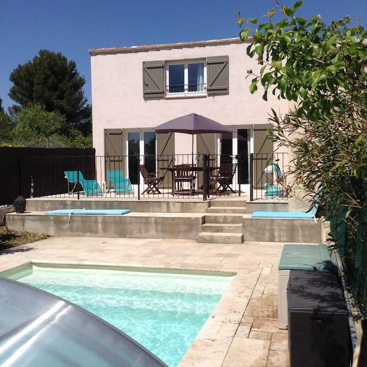 Partie de villa indépendante avec piscine
