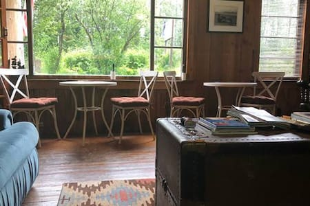 One Person Cozy Cabin with Free Pancakes!