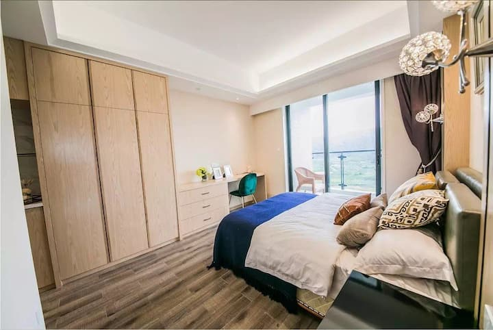 青澳湾楼王,无边际海景,极致美景山海风光超大阳台三室两厅。面积160平方米
