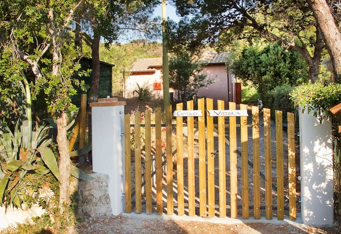 Tuscany ELBA Cottage near Golf Club