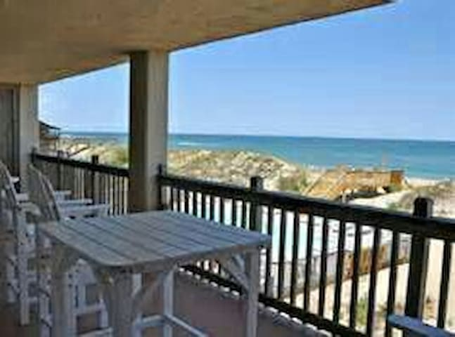 OBX Oceanfront with beautiful views - Kill Devil Hills - บ้าน